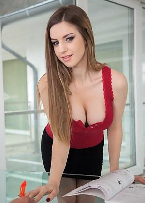 Teen pussy in secutary uniform